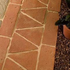 Antique Terracotta Patio Border Triangle Tile - 280x255