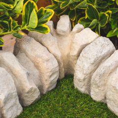 Traditional Stone Border Corner - Mature Cotswold