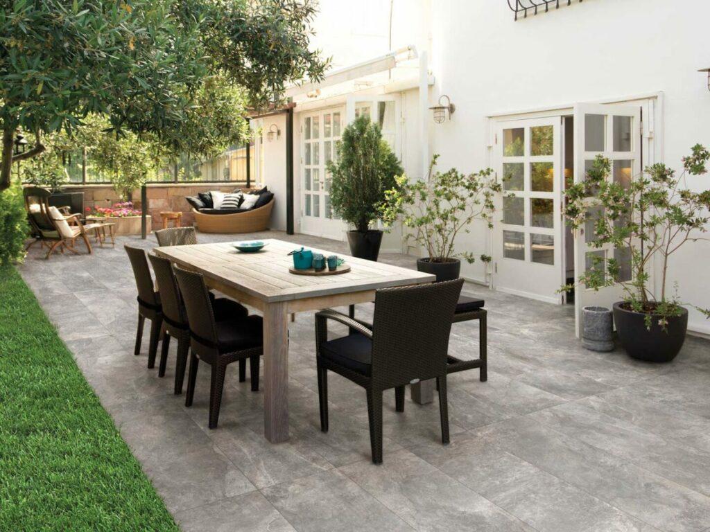 Porcelain patio garden